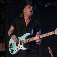 INTERVIEW WITH BILLY SHEEHAN FROM THE WINERY DOGS